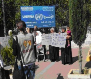 Sheikh Jarrah families at demo in front of UNWR
